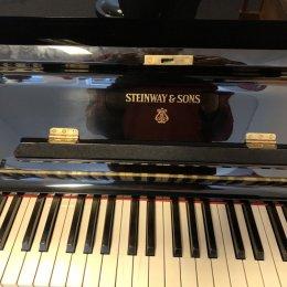 Steinway & Sons Z 116 von 1966 in Zwart glimmend